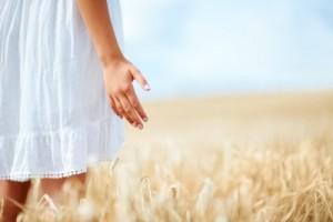 Niña en campo de trigoS